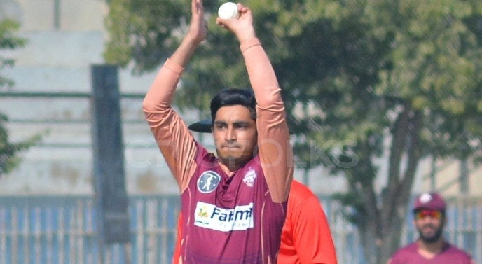 Umer Khan showing all PSL teams what they have missed out