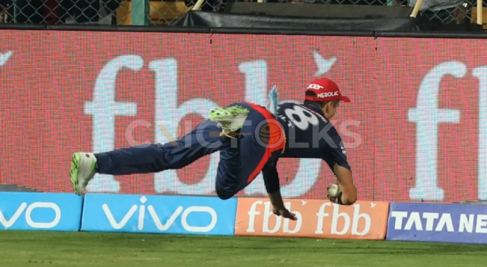 While playing for the Delhi Daredevils, Trent Boult of New Zealand stunned the Royal Challengers Bangalore picking a catch of Kohli