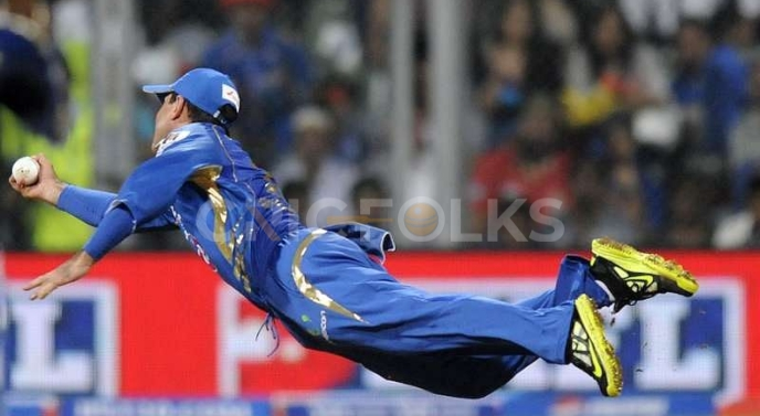 While representing Mumbai Indians against Delhi daredevils in IPL 2013, Ricky Ponting took one of the best catches in IPL history
